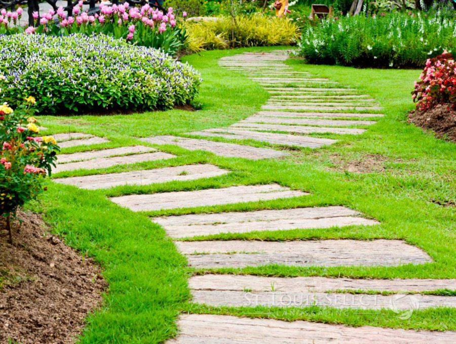 paver stone path